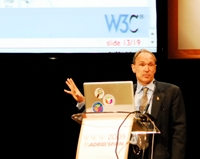 Tim Berners-Lee durante su discurso en la WWW2009