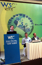Jeff Jaffe parla durante una conferenza su Web Technology in India
